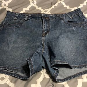 Cato Woman's shorts size 16